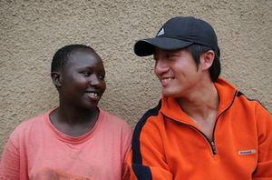 TVBS蕭子新與WVT前往盧安達記錄15週年大屠殺紀念.jpg
