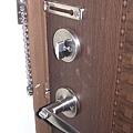 兩道門鎖+防盜鍊條