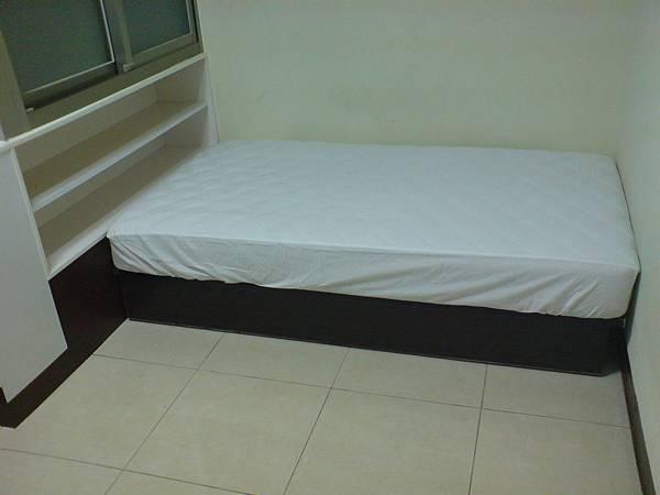 一號房彈簧床