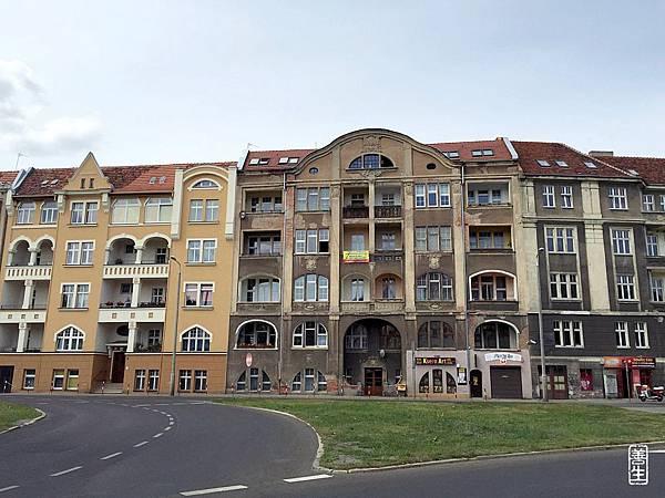 旅居波蘭 (day 4):日常生活中心的牆瓦1