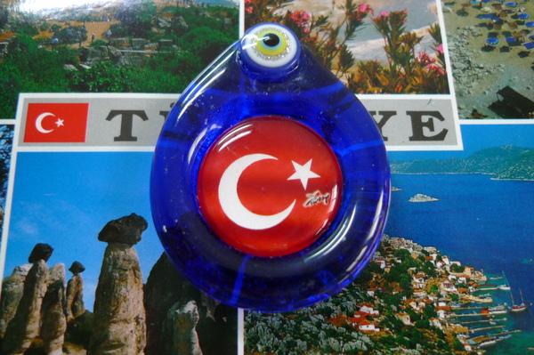 吸力很強的惡魔眼磁鐵,還有土耳其星月國旗..兩全其美^^