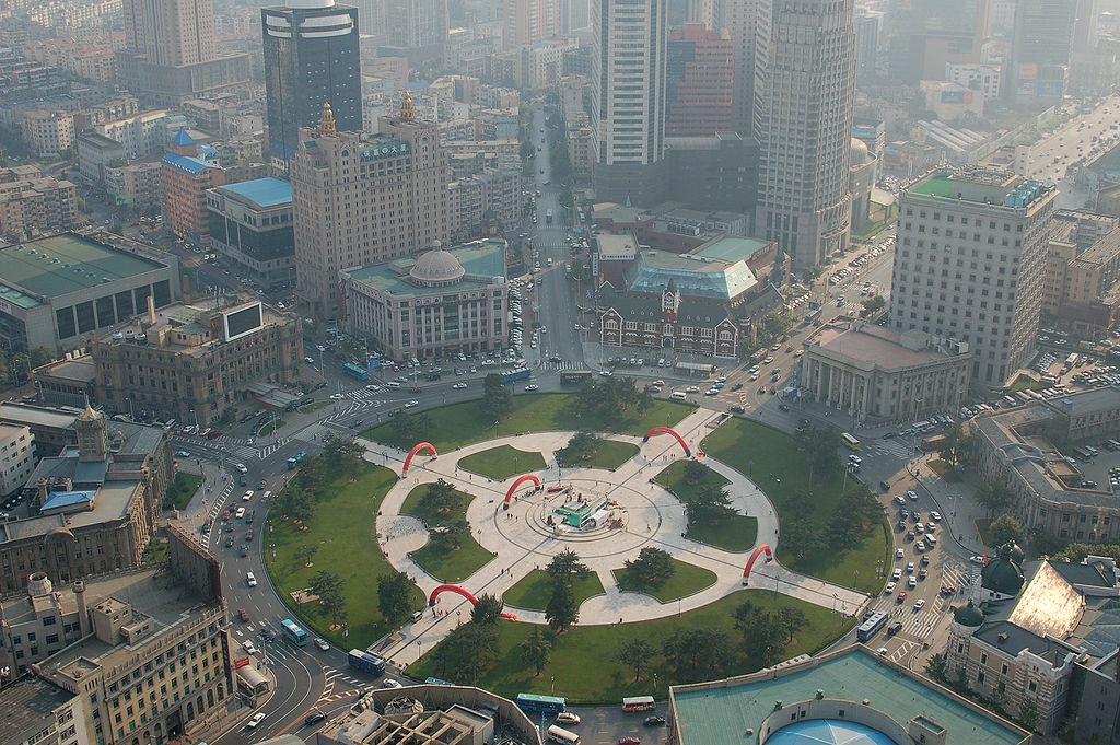 1024px-Zhongshan_Square,_Dalian