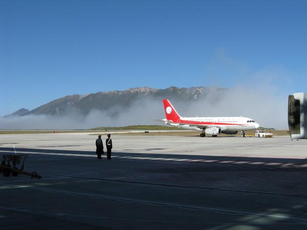 有雲霧的機場 好有美感