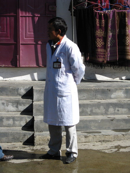 有穿醫師袍很正式