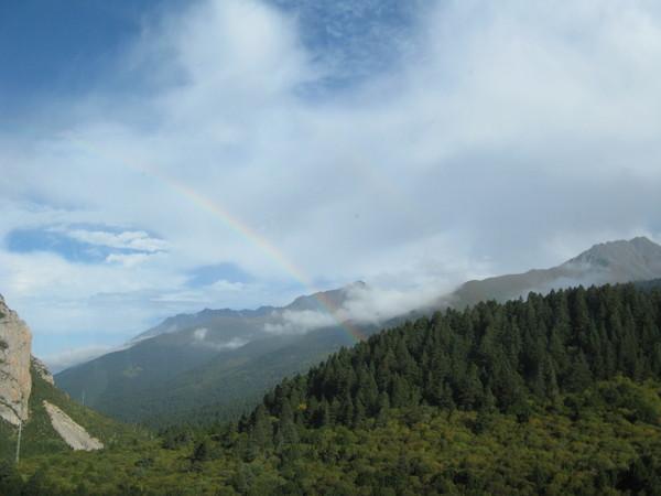 天邊出現彩虹來犒賞我