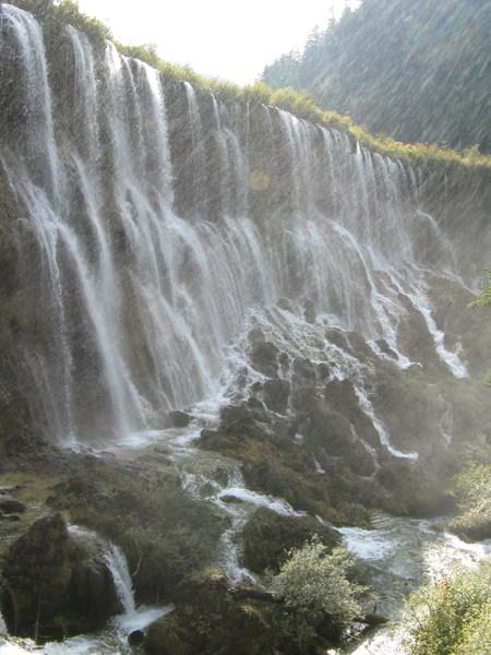 這個瀑布有320M長 所以也是換了好多角度來拍