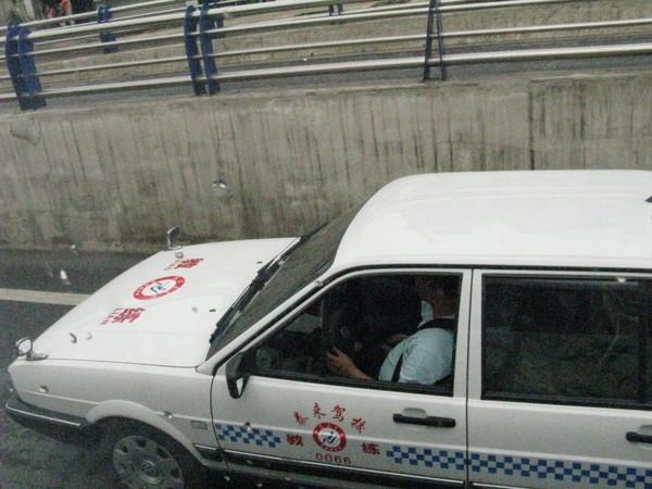 駕訓班的車子