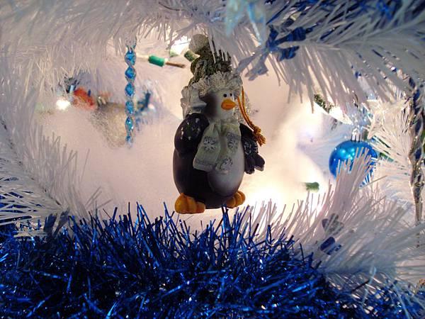 penguin-on-christmas-tree-by-Esther17.jpg