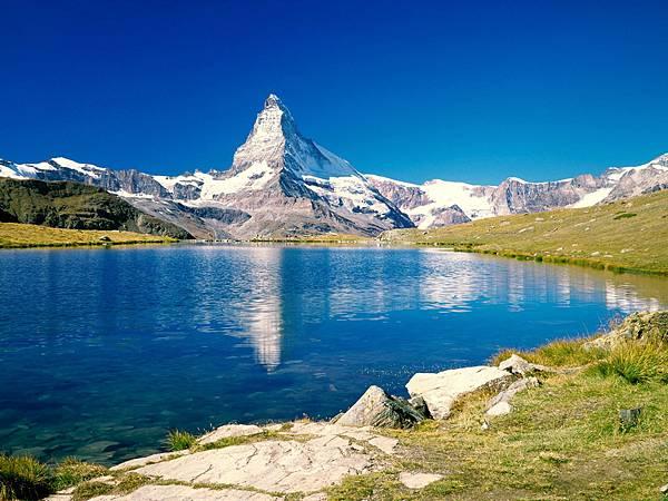 Matterhorn-Switzerland.jpg