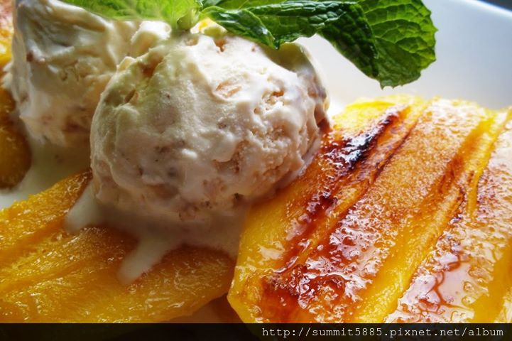 3'Grilled Mango with Coconut Ice Cream