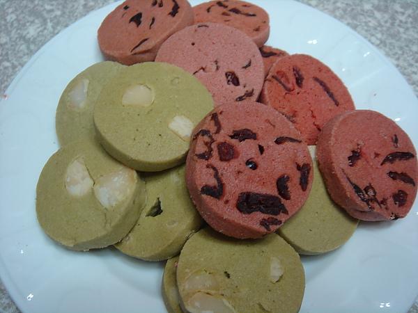 紅麴蔓越莓奶酥餅VS綠茶夏威夷豆奶酥餅