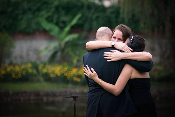 只想深深地擁抱彼此