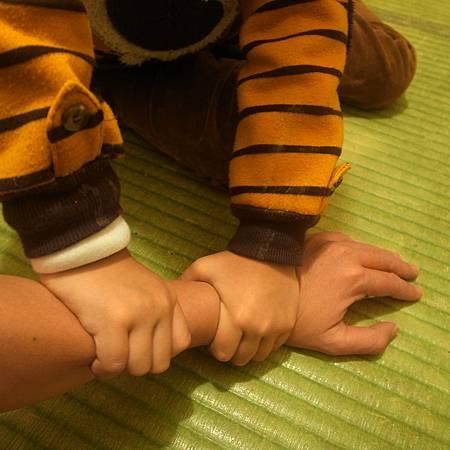 20140123家を掃除したあとで、手がとても痛いでした。幸に、友友は私にマッサージを手伝いました。
