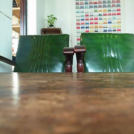 20140304この喫茶店の椅子は古くて、座りやすくなかったです。