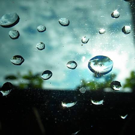 20140513雨が大きくて、窓ガラスはきれいに洗われました。