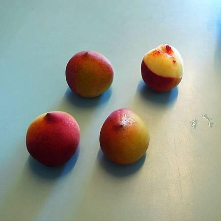 20140516これは甘くない桃です。