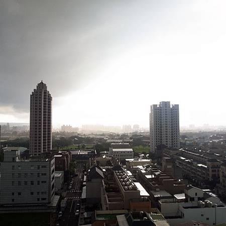 20140625雨が突然降ったのに、すぐやんた。