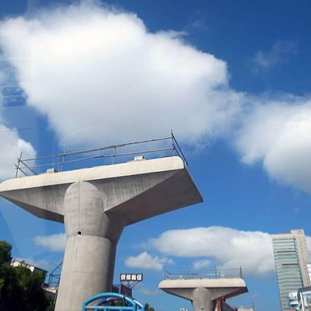20140814渋滞の時、私はきれい雲にこころをなだめられました。