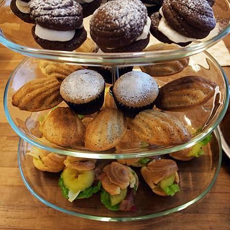 20140815五人でも全部のデザートが食べられませんでした。