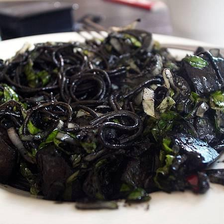 20140911この料理は色が黒いですが、とても美味しかったです。