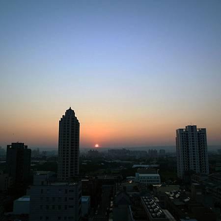20141002夕日はとても綺麗ですけど、毎日見られないかもしれません。