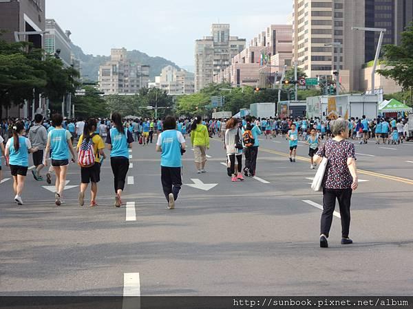 2013臺北市舒跑杯路跑+舒跑杯衣服開箱9