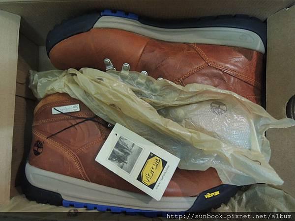 Timberland休閒鞋開箱 GT Scramble Mid Light Brown Leather 27117-5.JPG