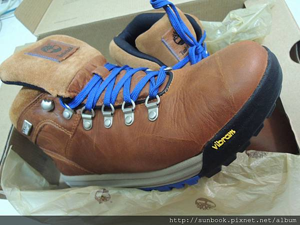 Timberland休閒鞋開箱 GT Scramble Mid Light Brown Leather 27117-7.JPG