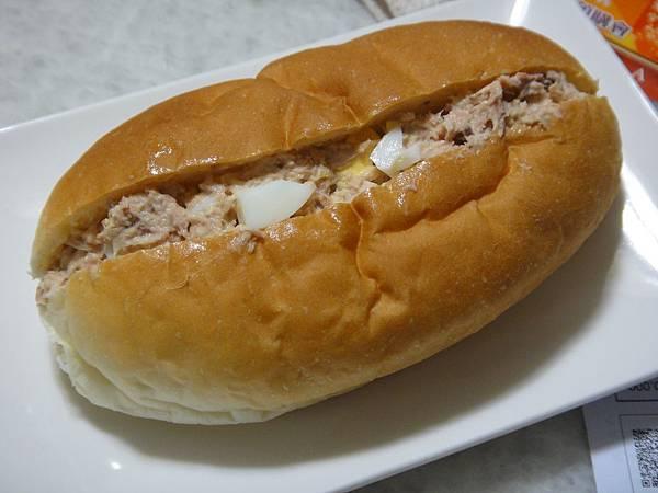 鮪魚水煮蛋麵包