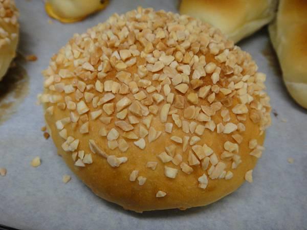 杏仁角麵包剛出爐