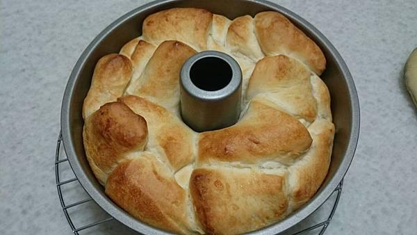 煉乳麵包-出爐