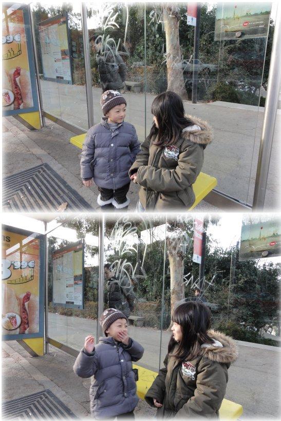 310-巴賽隆納-等公車玩遊戲.jpg