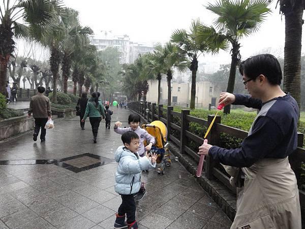 17-微雨重慶動物園.JPG