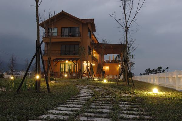 Sunday Home 【宜蘭民宿】庭園燈光秀