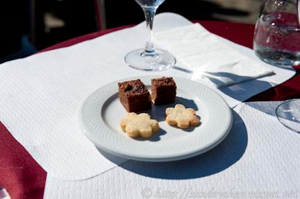貝林佐納城牆上午餐