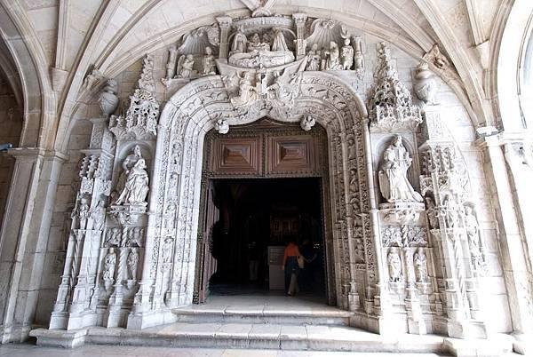 修道院教堂入口處