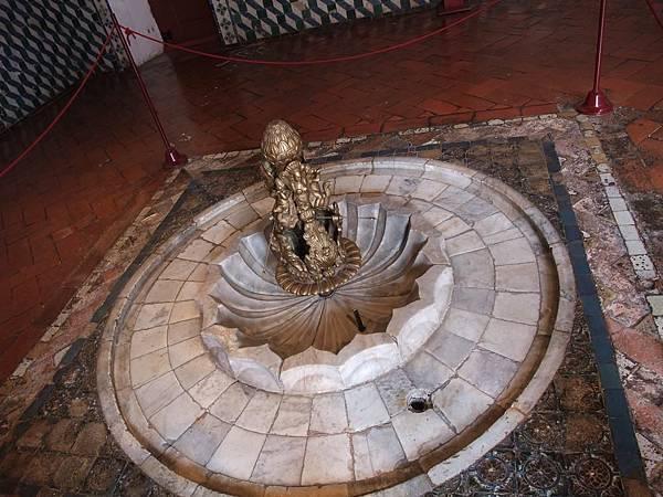 室內回教噴泉,仙達皇宮