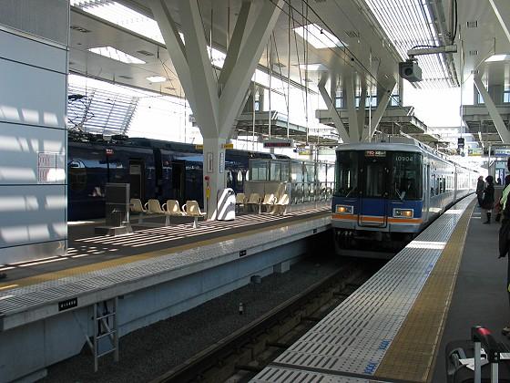 搭乘南海電車月台