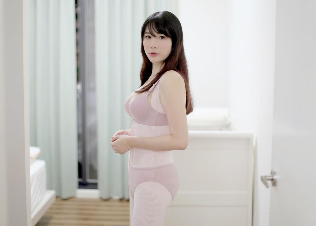 赫本塑身衣露易絲2.jpg