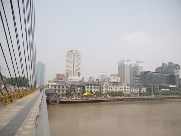 涌江橋上的老外灘.JPG