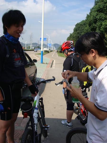 第一次休息才5km.JPG