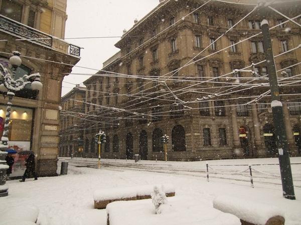 大雪下義大利的電車....