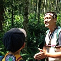 大家熱烈與獵人古道導覽哥哥合照_277.jpg