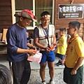 大家熱烈與獵人古道導覽哥哥合照_3985.jpg