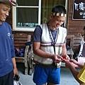大家熱烈與獵人古道導覽哥哥合照_3860.jpg
