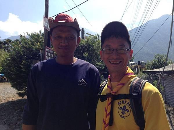 大家熱烈與獵人古道導覽哥哥合照_5079.jpg