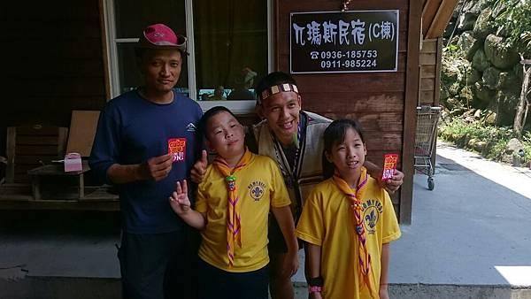 大家熱烈與獵人古道導覽哥哥合照_5698.jpg