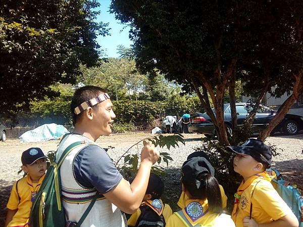 大家熱烈與獵人古道導覽哥哥合照_5555.jpg