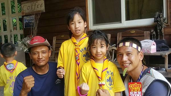 大家熱烈與獵人古道導覽哥哥合照_6320.jpg