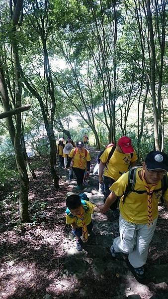 大家熱烈與獵人古道導覽哥哥合照_5717.jpg